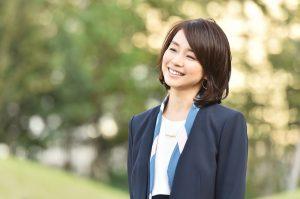 """ishidayuriko 2 300x199 - 石田ゆり子が可愛い秘訣は""""微笑んだ顔で眠る""""こと?習慣や食事美容法を紹介!"""