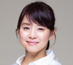 """ishidayuriko 6 300x269 - 石田ゆり子が可愛い秘訣は""""微笑んだ顔で眠る""""こと?習慣や食事美容法を紹介!"""