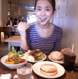 """ishidayuriko 7 298x300 - 石田ゆり子が可愛い秘訣は""""微笑んだ顔で眠る""""こと?習慣や食事美容法を紹介!"""