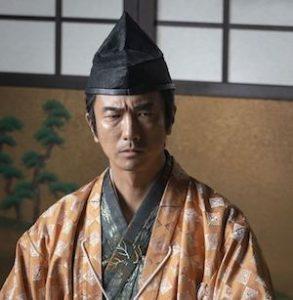 mashima 1 293x300 - 眞島秀和が大人かっこいいドラマ映画CM一覧|おっさんずラブや大河など画像まとめ